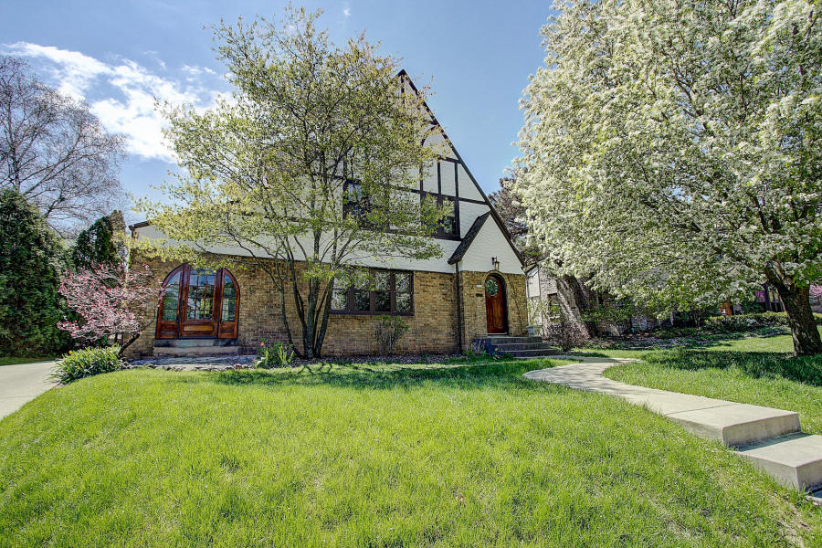 6623 Revere Ave Wauwatosa, WI 53213