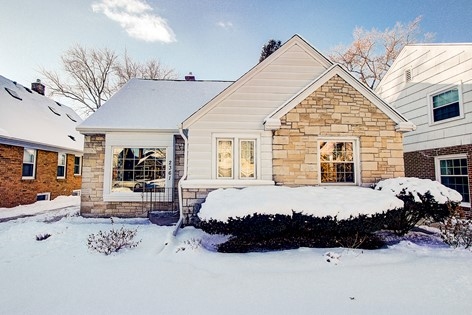 2361 N 83rd St Wauwatosa WI 53213
