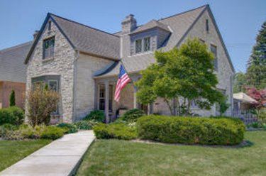4973 N Newhall ST Whitefish Bay WI 53217