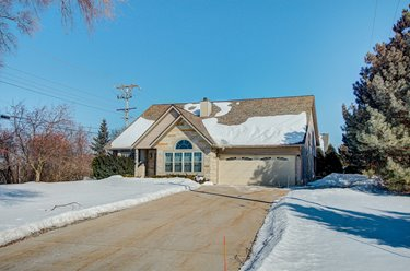 440 Fairway Dr Brookfield, WI 53005