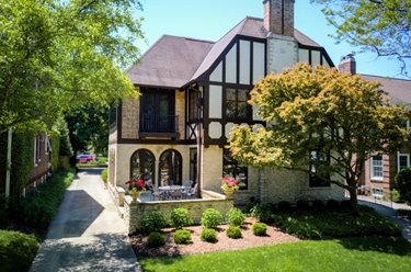 2633 E Beverly Rd Shorewood, WI 53211