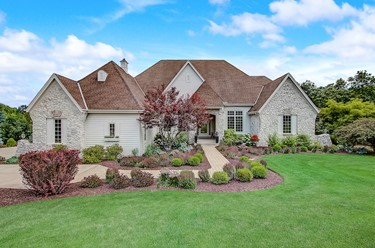 7033 W Overlook Ct Mequon WI 53092