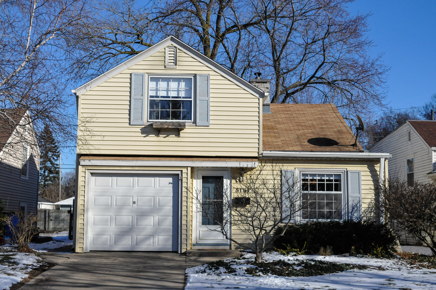 5154 N Lydell Ave, Whitefish Bay, WI 53217